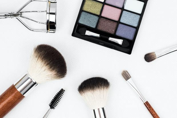 black-make-up-palette-and-brush-set-208052