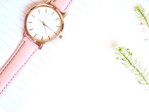 closeup-photo-of-analog-watch-1228517